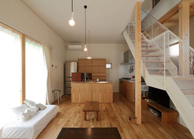 岡山市東区高い天井に突き抜ける階段