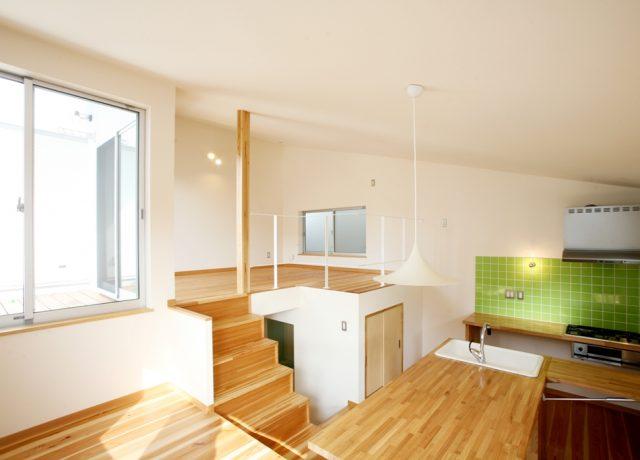 岡山市中区段差リビングの小さな家