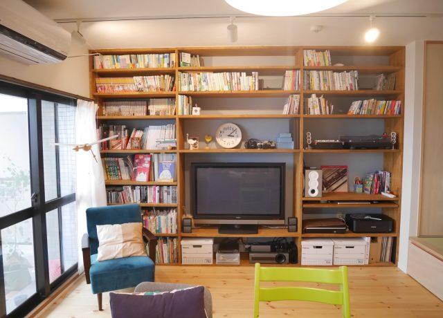 岡山市北区大きな本棚があるリビング